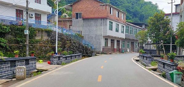 干净整洁的乡村道路