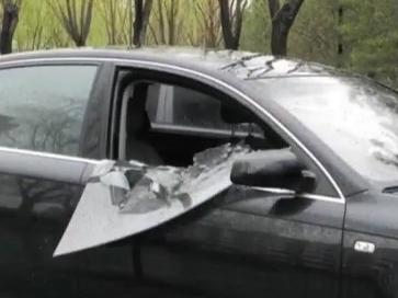 5人团伙砸车窗盗窃 2小时砸了7辆车