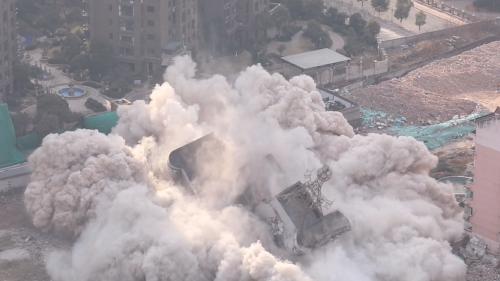 矗立八一桥头20多年大楼成功爆破 将建商住综合体