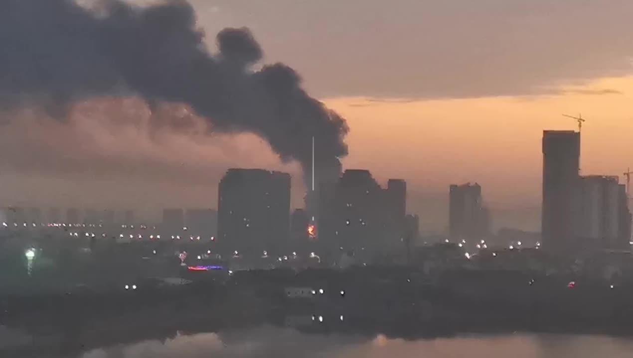 南昌高新區一工廠發生火災 84名消防員緊急撲救