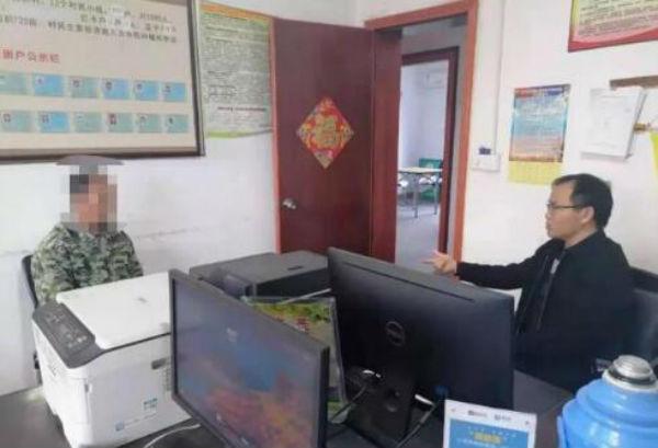 樟山镇樟山村工作人员对违规村民进行现场教育