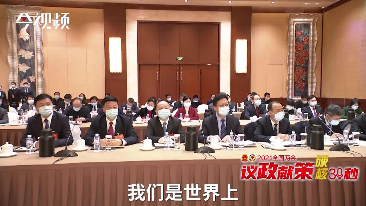 刘金接代表:给予养老护理人员专项补贴