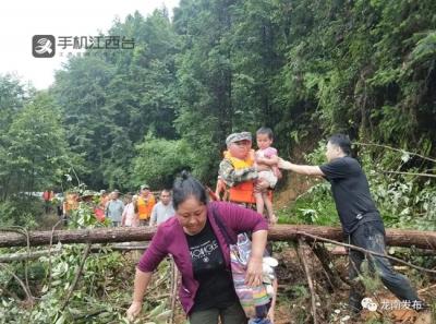 龙南县九连山镇2村道路发生263处塌方 村民被困