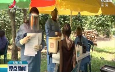 世卫组织为乌干达民众接种埃博拉疫苗