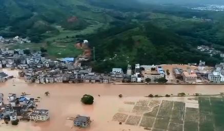 龙南:千名学生被困 多部门紧急救援