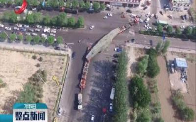 """太原:公路上开""""火车""""  巨型铸钢件成功长途运输"""