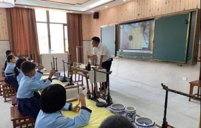 昌江区实验学校携手书法名家开展公益书法艺术进校园活动