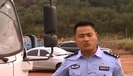 江西上饶:无证驾驶危化品运输车 男子被拘留