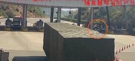 大广高速九江段:反复倒车又换人 原来是无证驾驶