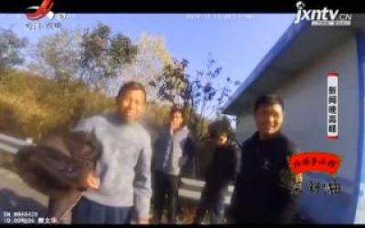 赣州:大衣下躲藏一人 小车超员被处罚