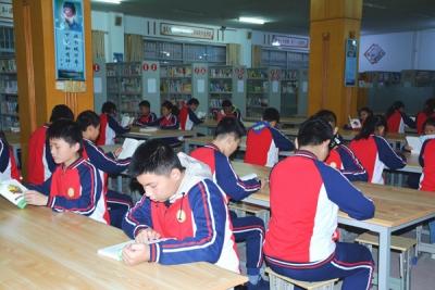 余江实验初中开展经典诵读活动侧记