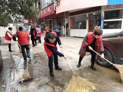 """贵溪市雄石街道""""文明迎新春""""志愿者在行动"""
