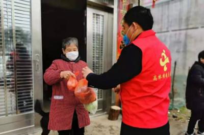 """江西永新:""""爱心""""菜免费送  一位村干部的凡心义举温暖了全村"""