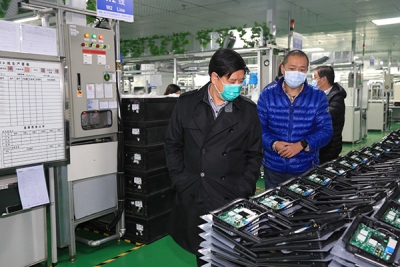 萍乡市委常委、副市长廖鸿在经开区督导企业复工复产和疫情防控工作