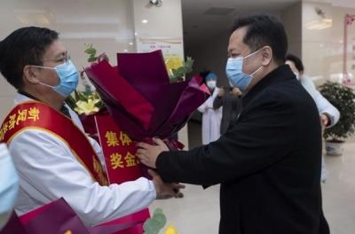 犹王莹为第一批新冠肺炎疫情防控工作及时奖先进集体和先进个人颁奖