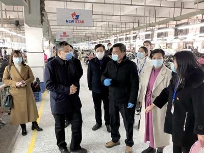 萍乡市委常委、统战部长李宁督导经开区企业疫情防控和复工复产工作