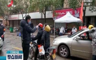 """南昌县:熬制中草药送""""疫""""线  虽苦却暖心"""