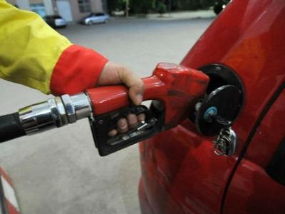 国内油价周二或迎下调 有望重返5元时代
