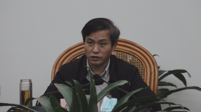 进贤县委书记钟益民与乡镇党委书记开展谈心谈话