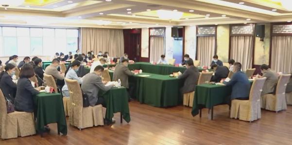 赣州市政府副市长张逸在赣县区主持召开脱贫攻坚行业扶贫工作调度会