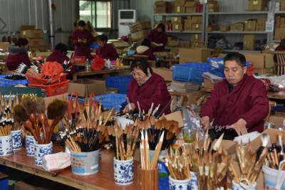 进贤县文港镇:2200家毛笔企业和作坊全面复工复产