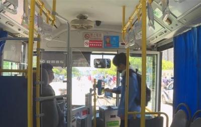 """""""学生专用公交车""""为学生返校复课保驾护航"""