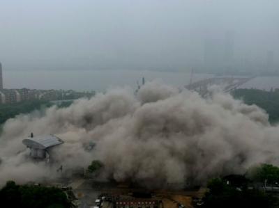 南昌高新区管委会原办公大楼爆破拆除