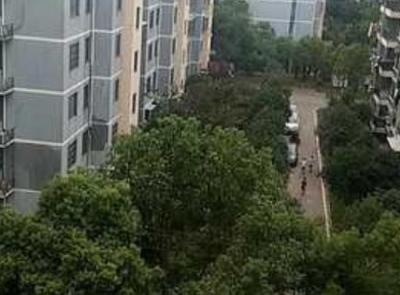 """南昌县银三角管委会向阳小区近200户居民告别""""喝水难"""""""