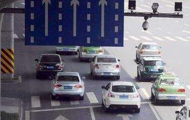 南昌新增117处电子警察 抓拍开车打电话