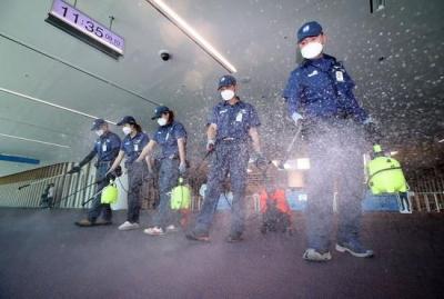 智能消毒机器人、无接触电梯……黑科技护航机场战疫