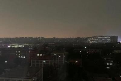 """北京午后雷雨冰雹""""白昼如夜"""" 气象专家解读成因"""
