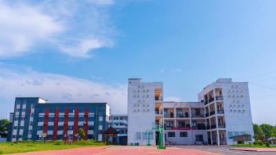 吉州区樟山中学:以德治校 以情育人