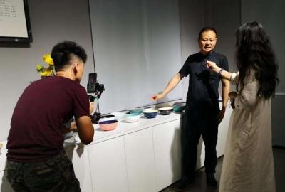 景德镇市瓷局携手抖音首开《守护匠心》全景直播项目