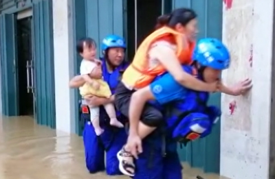 江西修水:外县洪灾告急 救援队紧急驰援