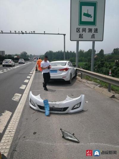 危险!高速上为躲避散落物,小轿车失控撞护栏