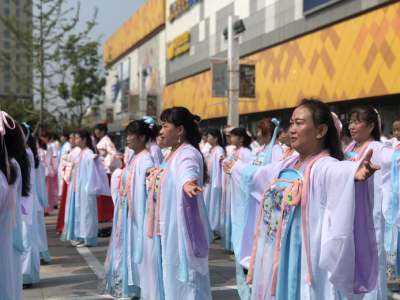 大型汉服秀南昌街头吸粉无数 近600名广场舞大妈演绎《梦回汉唐》