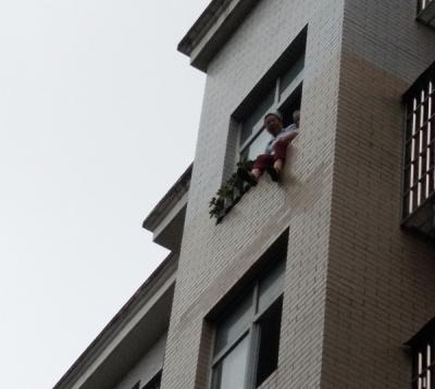 萍乡丹江街:危机时刻 党员群众合力救援