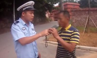 宁都一司机无证驾驶还醉驾,警方逮个正着!