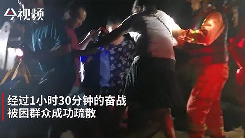 南昌八一乡一厂房内涝 消防疏散被困群众30余人
