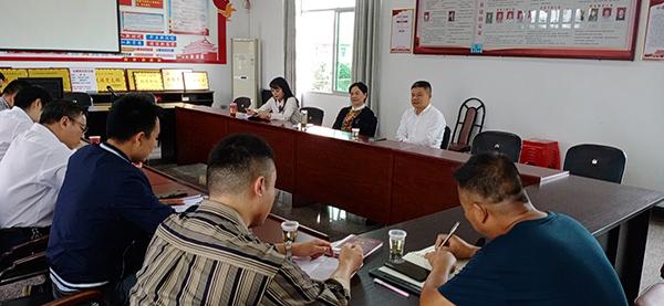 萍乡市政府副市长肖双燕在金家村指导脱贫攻坚工作