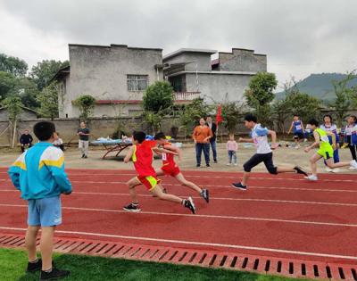 萍乡上栗县桐木镇中心小学举行2020田径运动会