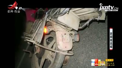 赣州:男子围观车祸现场 结果自己出车祸