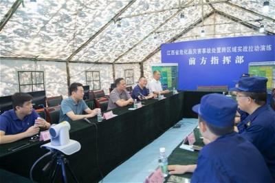 犹 王莹看望慰问在余参加演练的省、市消防指战员