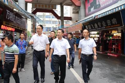 萍乡安源区委副书记、区长黎增义督导八一街文明城市创建工作