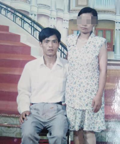 【暖新闻•江西2020】痴情丈夫伍春发细心呵护盲妻30载