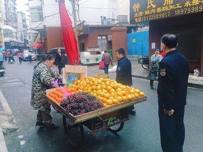 正视问题雷厉风行 萍乡八一街合力整治西门农贸市场乱象
