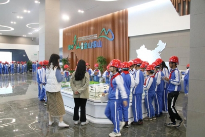 云程小学组织师生到萍乡湘东工业园中节能环保公司参观学习