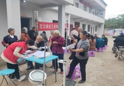 """民和镇江前村开展""""关爱老人、免费体检""""活动"""