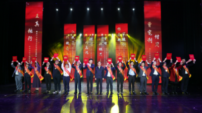 九江市2020年脱贫攻坚公益表彰大会举行