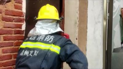 屋顶都烧没了!赣州一民房突发大火